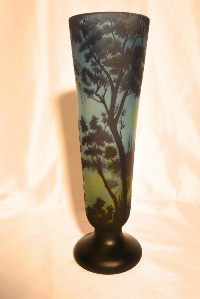 Daum -Large vase in blue colors with a landscape with trees along a riverside.